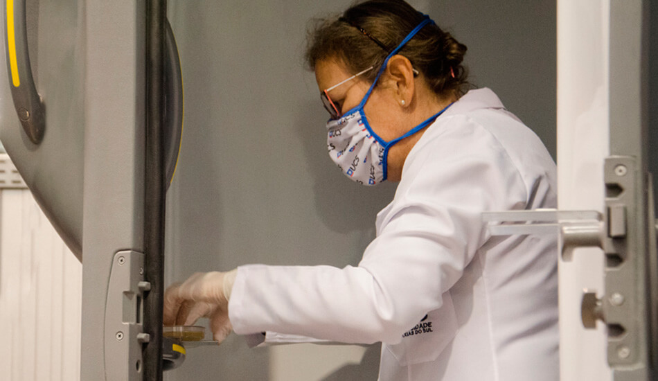 Entrevista con el infectólogo: ¿por qué las soluciones BioSafe son eficaces?